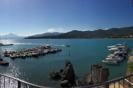 """San Giorgio Exclusive """"Suite Triple Sea Room"""" - Bed & Breakfast"""