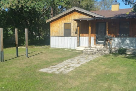 Charming 2 Br - Downtown RR