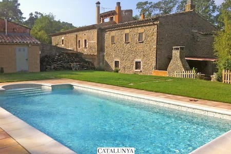 Fantastic La Foixa getaway for 8 people, only 15km from Girona - Casa de campo