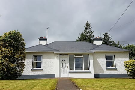 4 bed house-500m to town - Castlerea - House