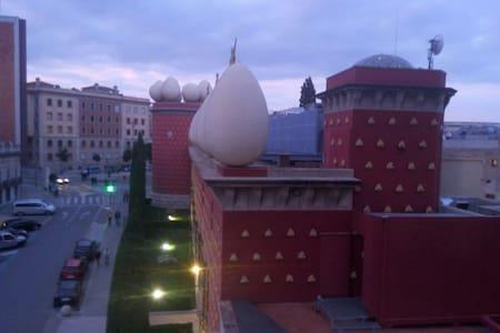 Bel appartement face au musée Dali - Appartement