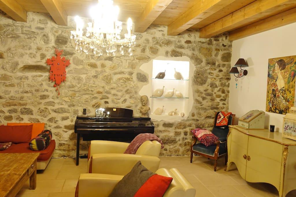 salon, espace tv, piano