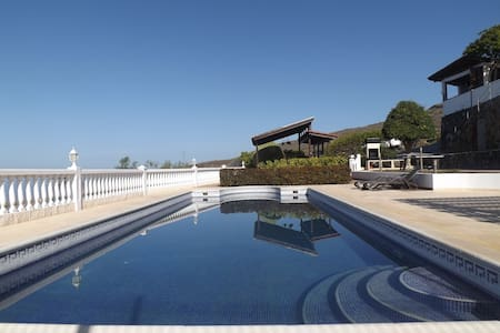 Breathtaking Villa with Oceanview Pool & Jacuzzi - Adeje