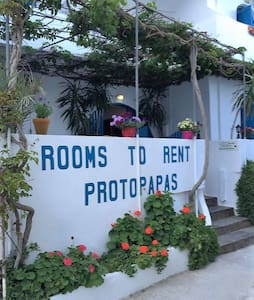 PROTOPAPAS ROOMS - Bed & Breakfast