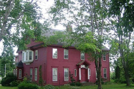 Historic House on the Hill - Bucksport