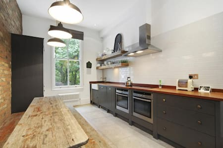 Cosy Room on Ladbroke Grove - Notting Hill - House