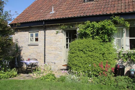 Rural cottage in peaceful location - Hus