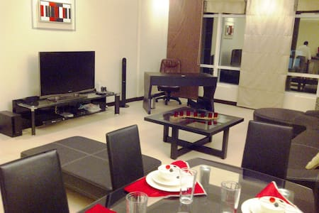 MODERN, FULLY FURNISHED, SERVICED FLAT IN JUFFAIR - Manama - Apartment