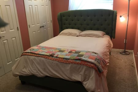 Tranquil guest room with hot tub! - McMinnville