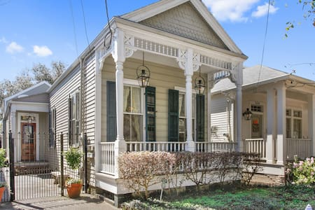 CHARMING VICTORIAN UPTOWN COTTAGE!! - Rumah