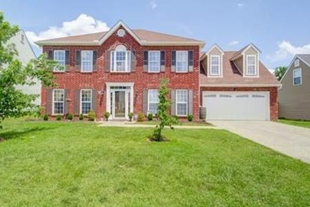 Beautiful 2 story Nashville home - Spring Hill - House