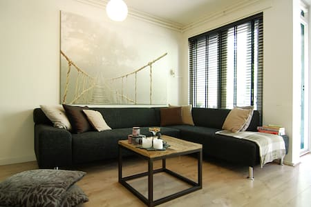 BIG apartment. with balcony, trendy east area! - Amsterdam - Wohnung