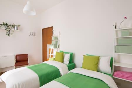 confortebile twins bedroom