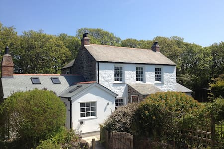The Farmhouse, Coverack, Cornwall - Casa