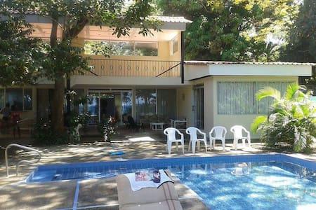 Beautiful beachfront house! - Playa Hermosa - Hus
