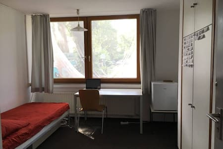 Cheap stay in munich - Private room - München - Haus