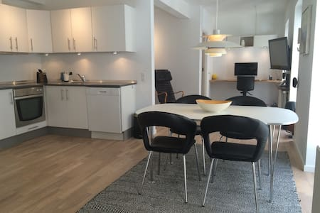 Central and peaceful apartment next to Magasin - Aarhus - Apartment