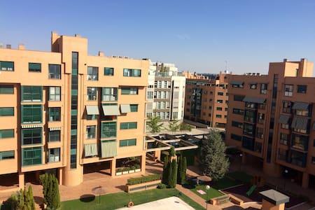 Habitación privada en ático nuevo. - Madrid