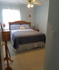 Cozy, comfortable and convient townhouse guestroom - Summerville - Townhouse