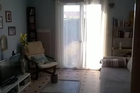 Chambre dans maison de vacances confortable - House