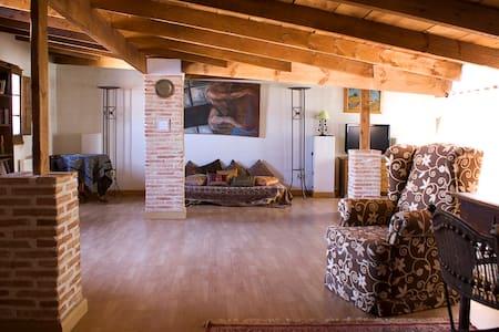 Delightful loft close to Chinchon and Aranjuez - Loteng Studio
