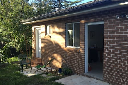 Sunny granny flat in leafy suburb - Epping