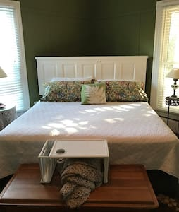 Spacious king, room #3 - Clover - Bed & Breakfast