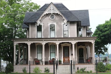 The Lewis House Bed & Breakfast - Bed & Breakfast