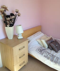single room in beautiful north Hykeham fantastic - Huis