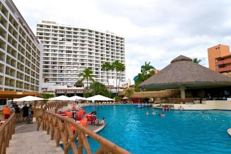 SRT 536 - 1 BR condo with King Bed on the Beach - Condominium