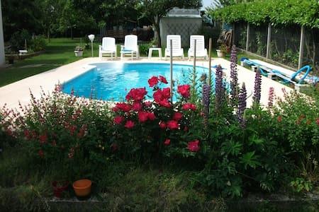 Chambre  privée dans maison avec piscine - Haus