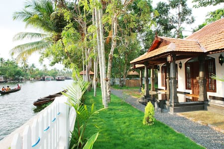 Superior Double bed with Sofa bed Lake view house - Alappuzha - Insel