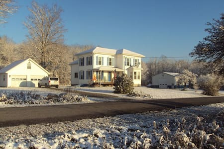 6br Mountain Retreat 130 acre Farm - Liberty - House