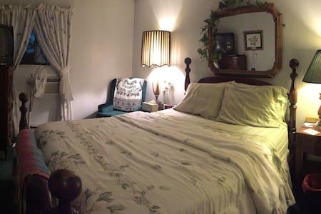 Penelope Murphy's Bed&Breakfast (Master Suite) - Bed & Breakfast