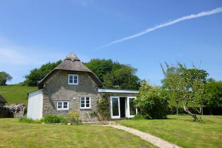 Charming Thatched Cottage.  Sleeps 4 - Horningsham - Casa