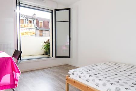 Sunny Room near Paris - Byt