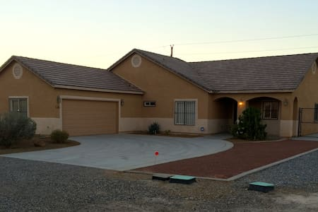 ADA, PET FRIENDLY, CENTRALLY LOCATED CASA PAHRUMP - Hus