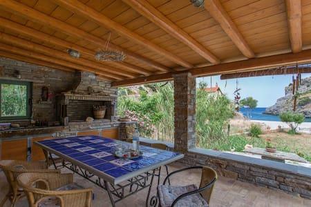 Villa Petra Marina, Beach House near N.Styra, Evia - Villa