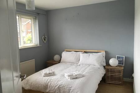 4 Bed House in heart of village nr Chester - Gresford