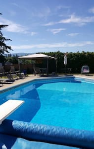 Spacious 2 Bedroom Suite with heated pool - Kelowna - House