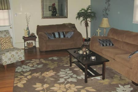 Room for Rent. Share common areas. - Chester - House