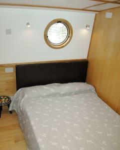 Swanee - Shepperton - Boat