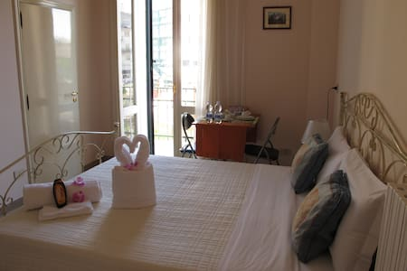Lecce double room with private bathroom - Aamiaismajoitus