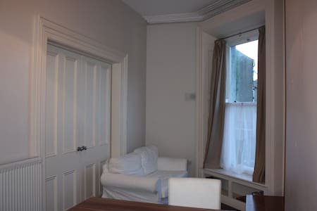 1 bed, close to city, apartment.