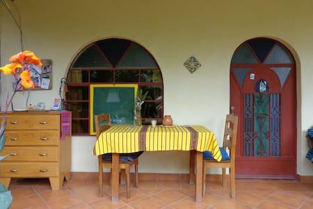 San Pedro La Laguna Luna Azul B&B 3 (2 singles) - San Pedro La Laguna - Bed & Breakfast