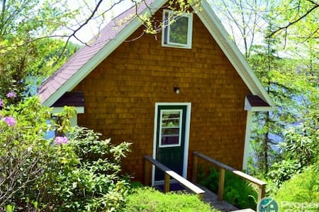 Beautiful 'small' home on the lake - Wolfville - House