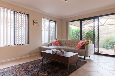 Charming Villa - Tuart Hill - Şehir evi