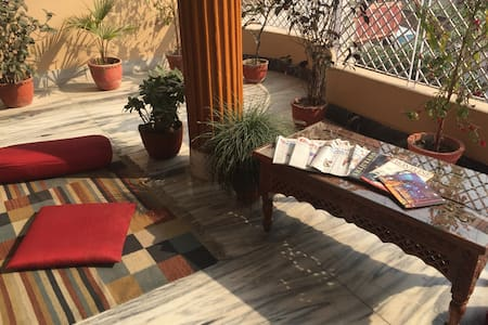 Purple Lotus Home Stay - Twin/Double Room - Varanasi - Guesthouse