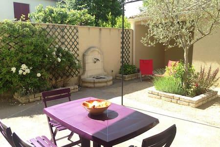 Appartement de charme dans maison, proche rivière - Haus