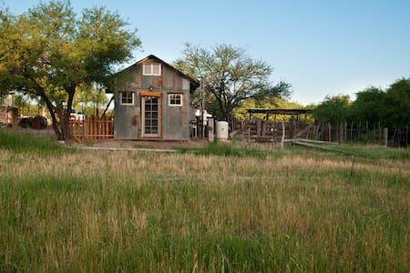Delightful Thoreau-style cabin - Winkelman - Chalet